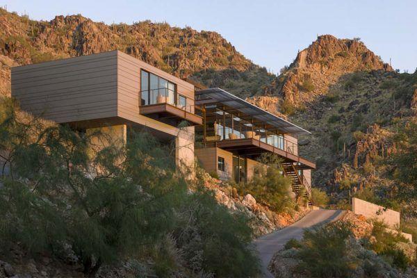 Concrete Glass And Steel Structure Hovers Above Arizona Desert Desert Homes Modern Desert Home Construction