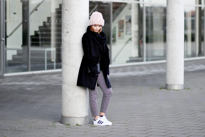 XXL Beanie und Adidas Superstar Sneaker Bezaubernde Nana
