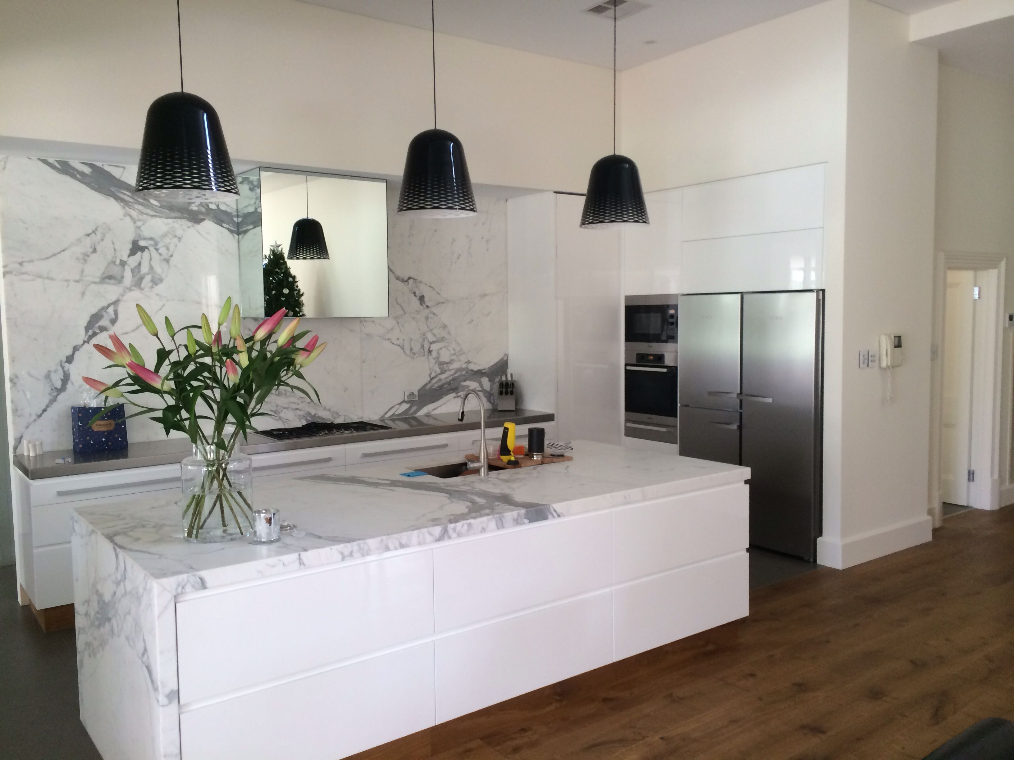 white gloss 2 pac kitchen with marble island and splashback rear