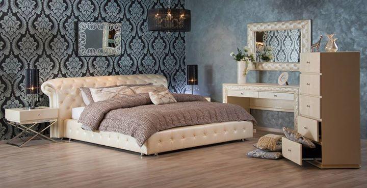 غرفة نوم مغطاة باللون اللولي من الجلد ليعطيك طابع فخامة وأيضا عصرية هادئة السعودية الكويت قطر ميداس Furniture Bedroom Arrangement Cream Bedroom Furniture