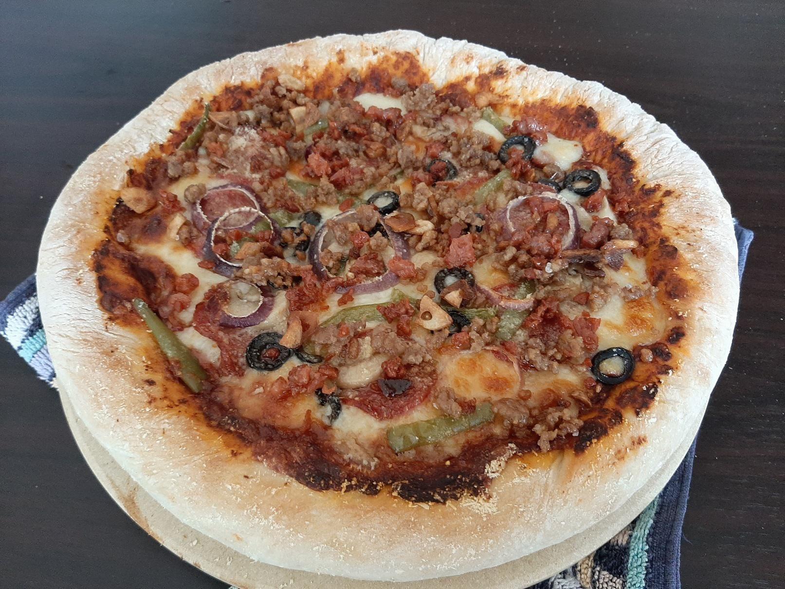 Tried making mozzarella stuffed-crust pizza