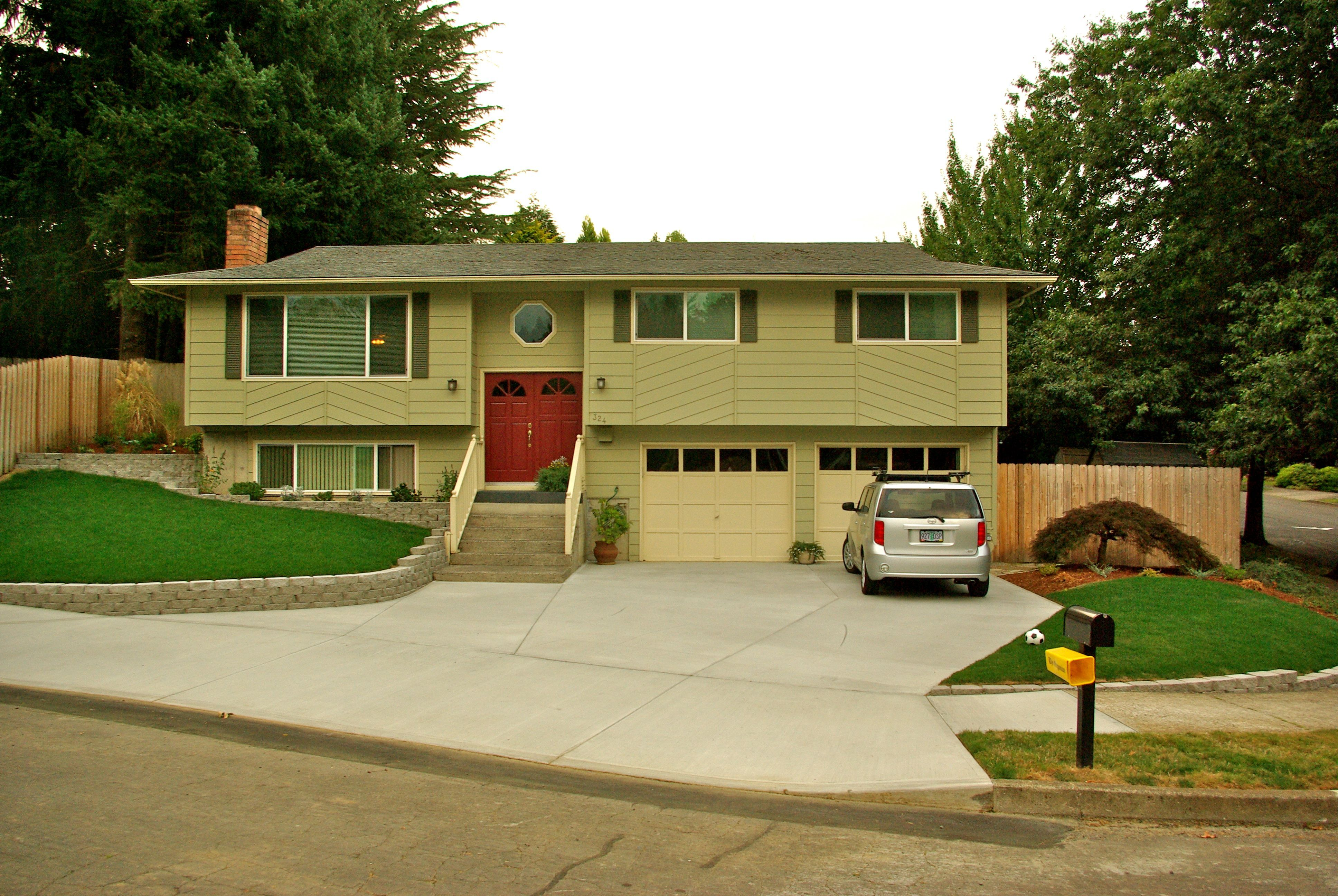 Love The Color Scheme Split Level House Split Level House Exterior Split Foyer