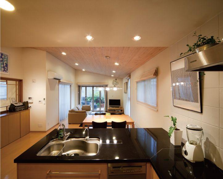l型のオーダーメイドキッチン カウンターは黒御影石です キッチン
