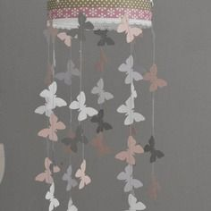 Mobile suspension papillons rose poudr gris et blanc d coration chambre b b enfant fille for Decoration chambre bebe jaune et gris