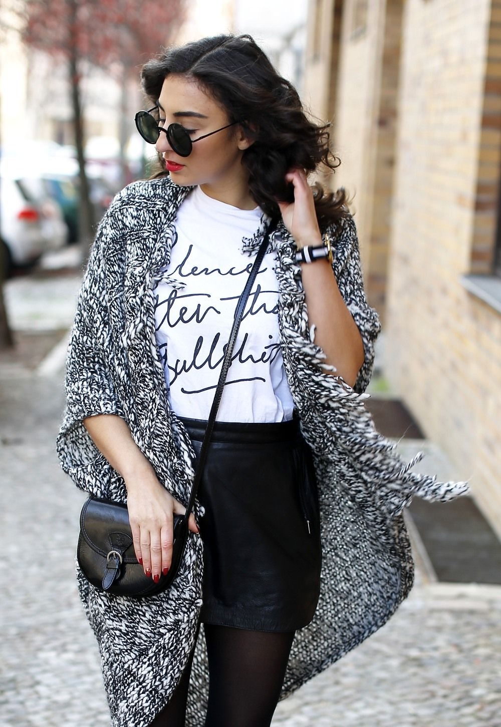 esprit long cardigan outfit black and white look black leather skirt  streetstyle berlin look motto shirt blogger samieze fashionblogger lookbook  RED ... 7fed7f789