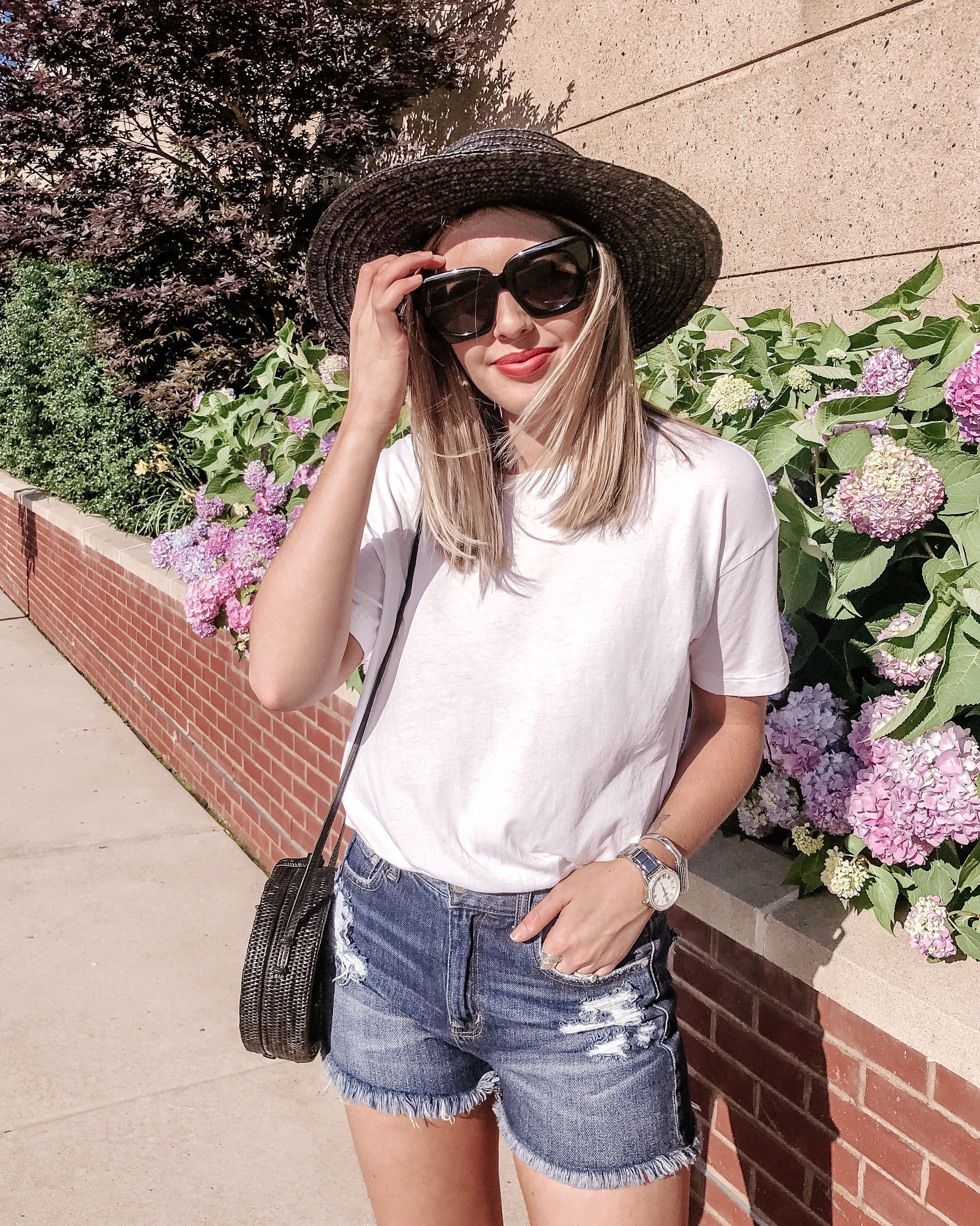 Simple white t shirt and shorts outfit   simple summer