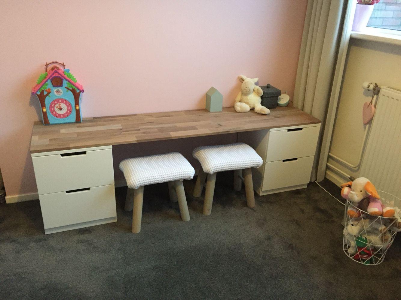 speelhoekje van mijn dochter 2 nordli kastjes van ikea en een eiken blad er op afgewerkt met. Black Bedroom Furniture Sets. Home Design Ideas