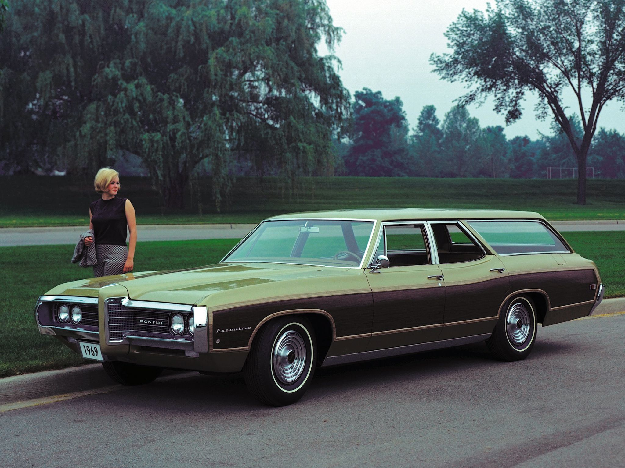 1969 Pontiac Executive Safari 428 factory photo   American