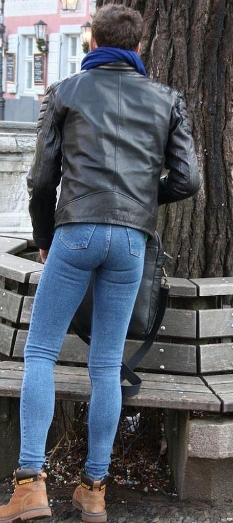 Hollywood Dirt Jon Bon Jovi And Richie Sambora Are Feuding Rihanna Tweets Naked Butt Photo