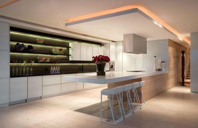 wohnideen-moderne-küche-offene-regale-abgehängte-decke - küche mit bar