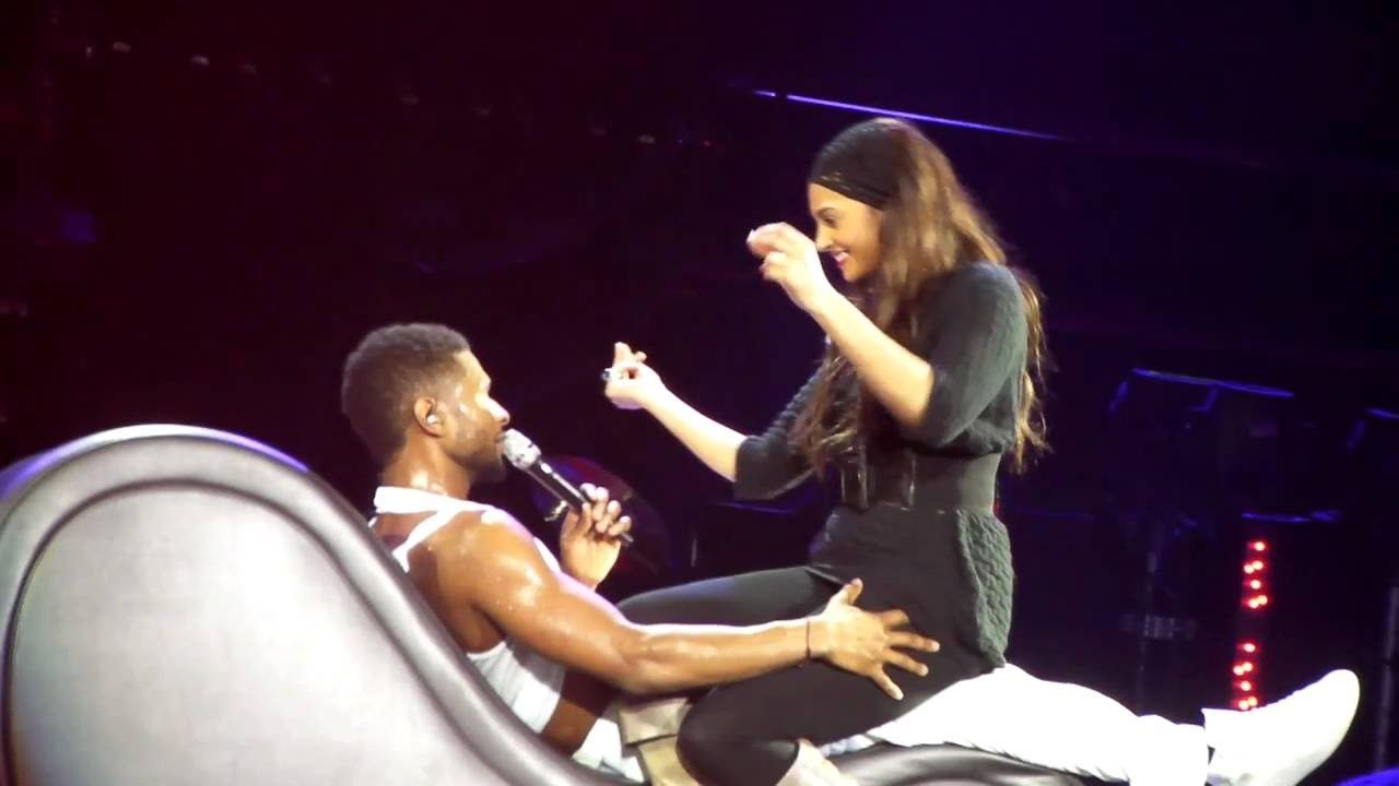 Usher Gets A Lap Dance On Stage Trading Places Lap Dance