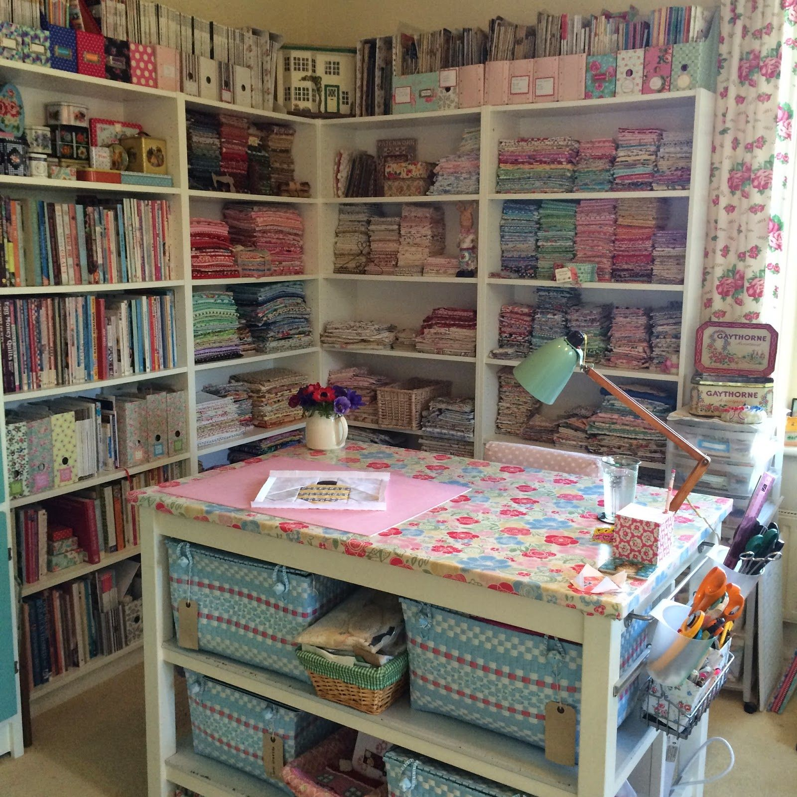 Henhouse a crafty space sewing rooms pinterest for Cuarto para las 6