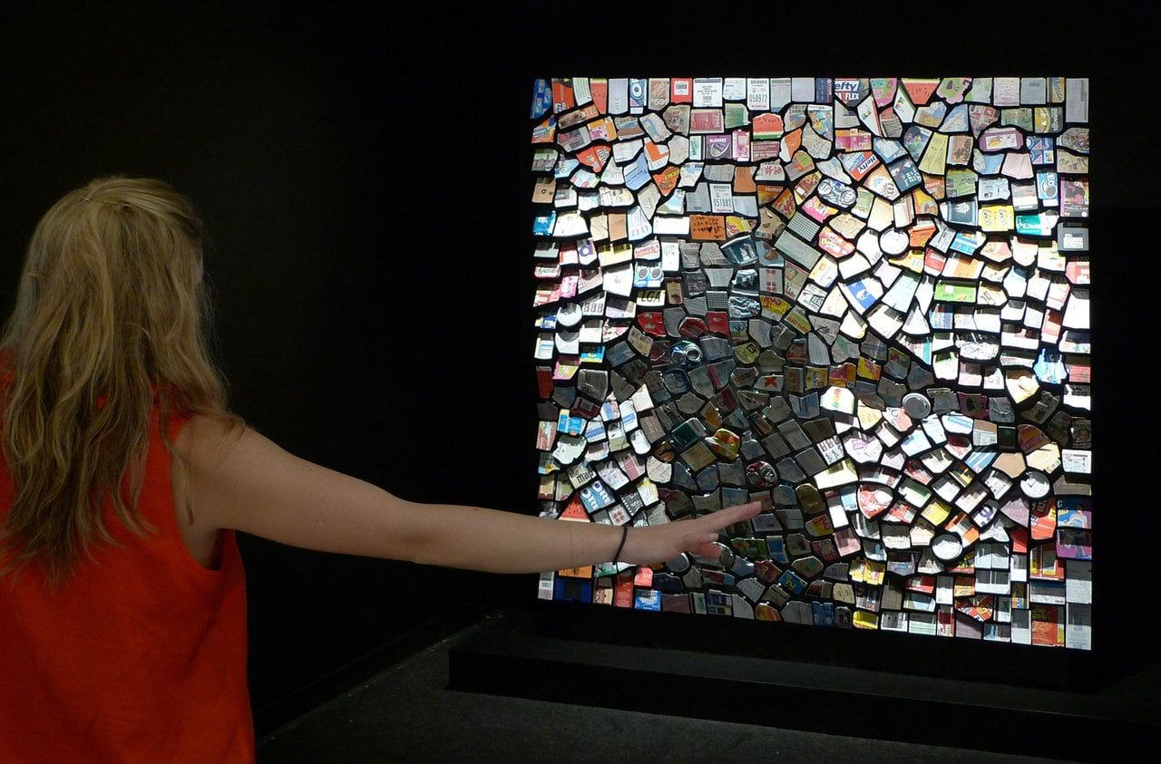 Interactive Mirrors Built From Arrays Of Moving Objects By Daniel Custom Robotic Mirrors Daniel Rozin