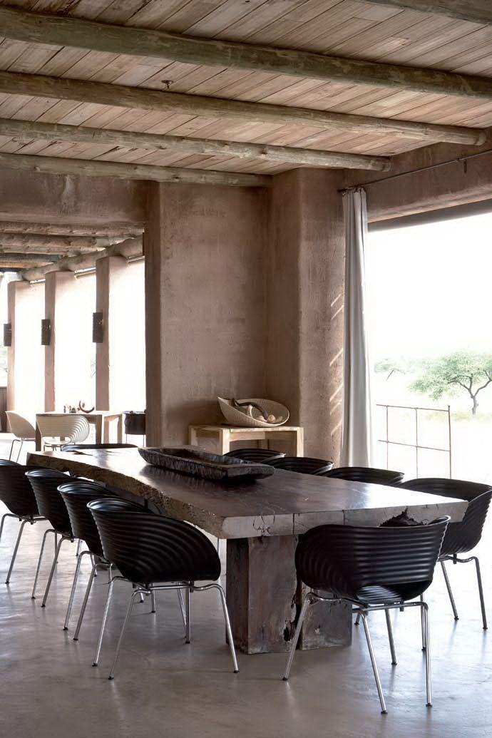Tom Vac chair, ontworpen door Ron Arad, geproduceerd door Vitra. Wie wil er 2 zwarte exemplaren ruilen voor 2 andere stoelen?