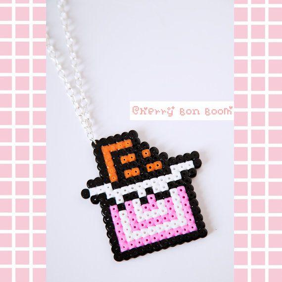 Collier tablette de chocolat kawaii Pixel Hama par Cherrybonboom