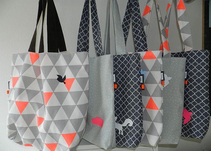 Stoffen Strandtassen : Grote tassen van stof met grafische print http