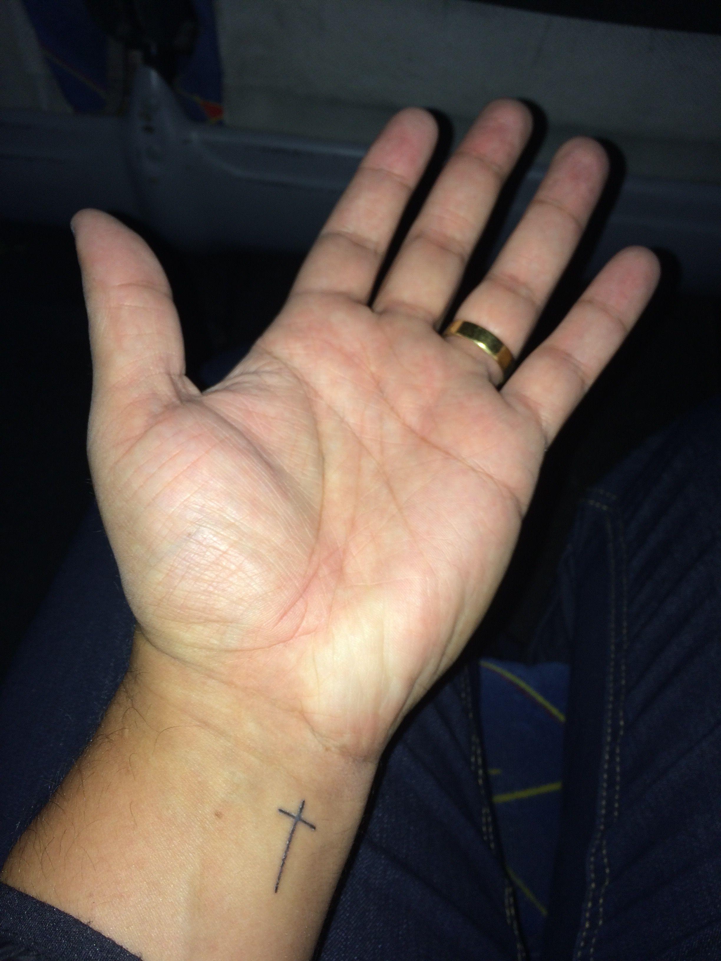 7e94c72358c Tatuagem cruz pulso masculina Tatuagem No Pulso Masculino
