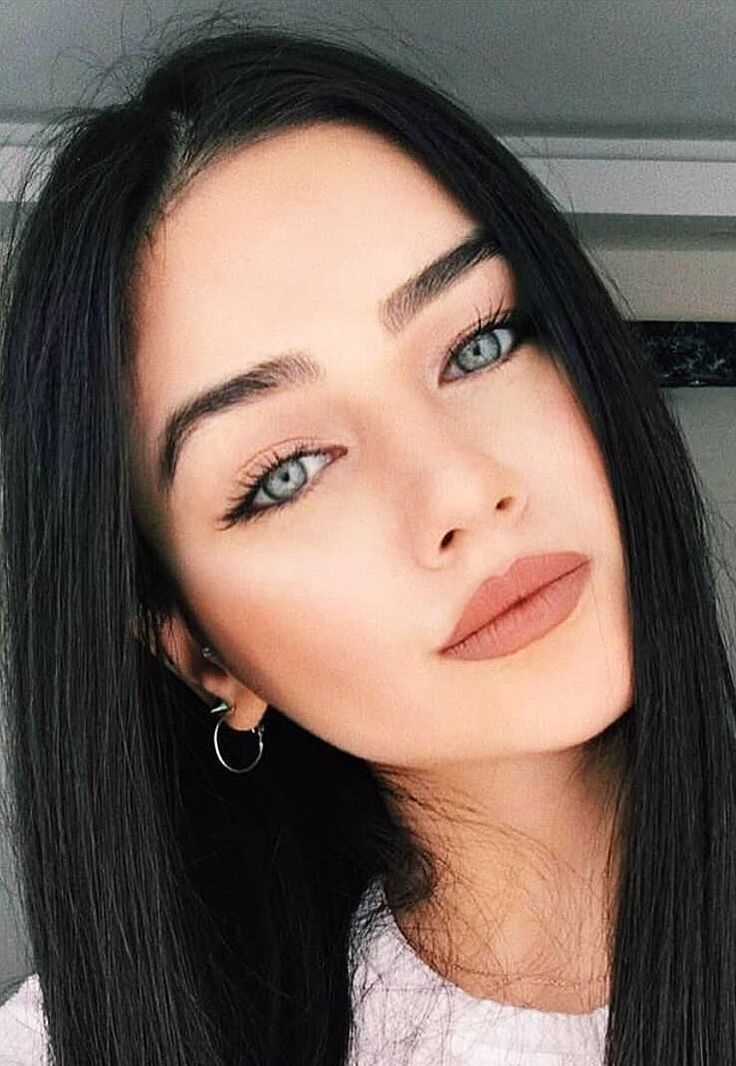 Pin By Nurkrblt99 On Not Just A Pretty Face In 2020 Black Hair Green Eyes Black Hair Makeup Brown Hair Blue Eyes