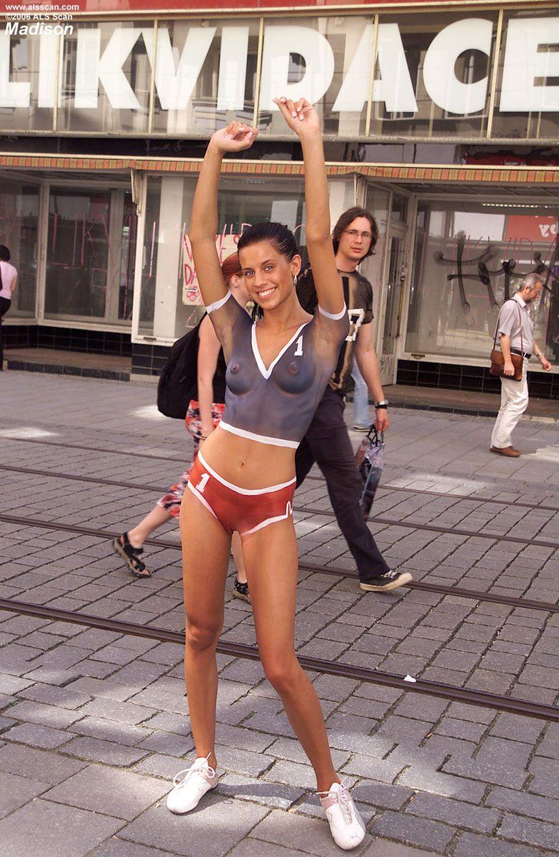 Public body art  Body Painting