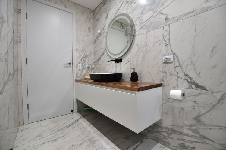 Single Tone Bathroom With Large Format Tiles That Look Like Statuario Marble And A Timber To Bathroom Tile Designs Modern Bathroom Design Color Bathroom Design