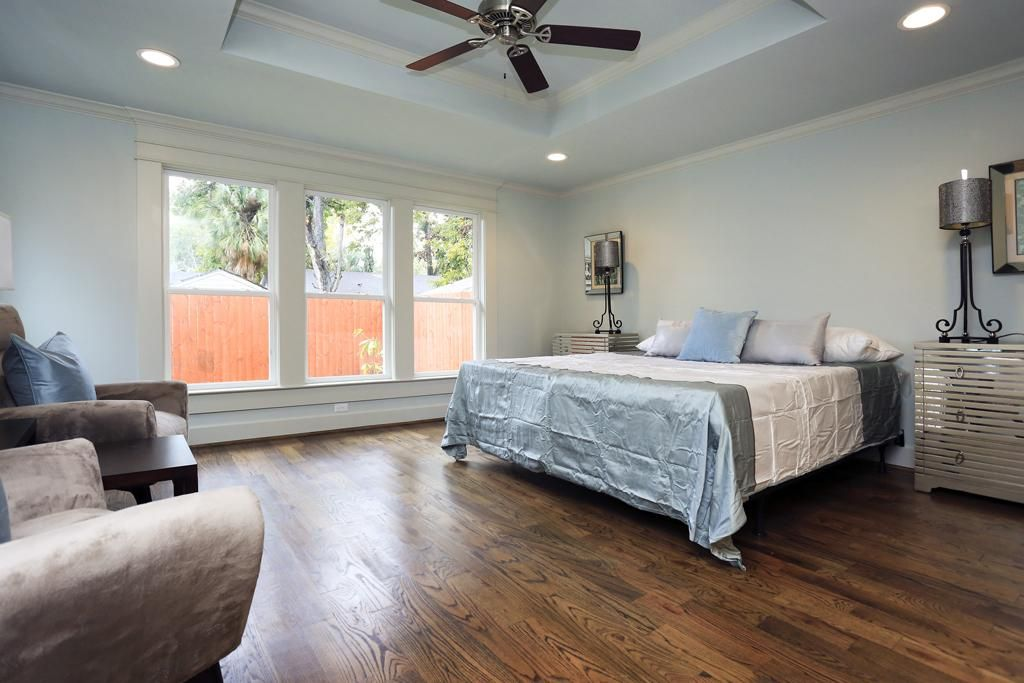 large secondary bedroom that features hardwood flooring a ceiling