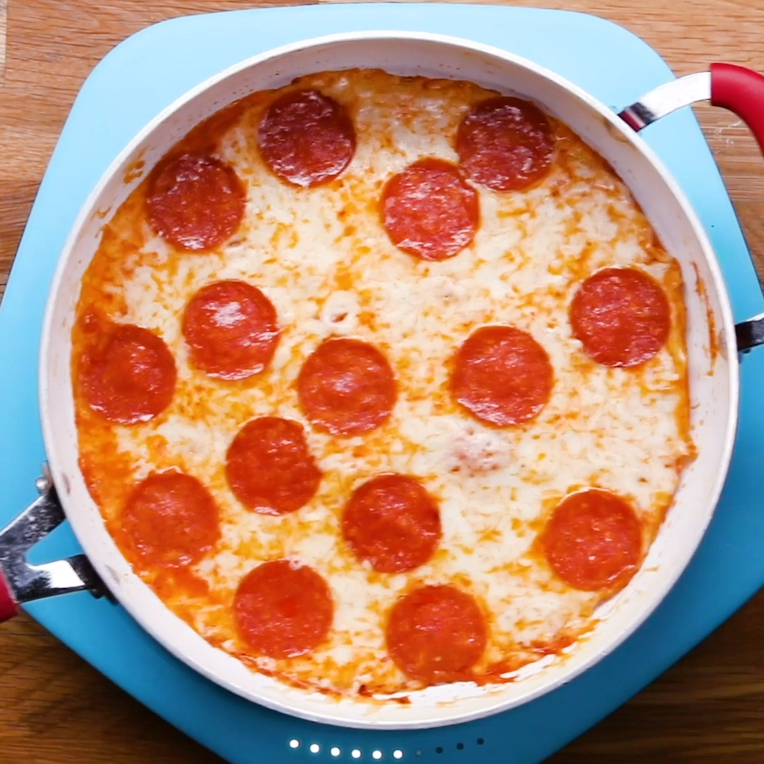 Photo of You make this pizza completely in a pan