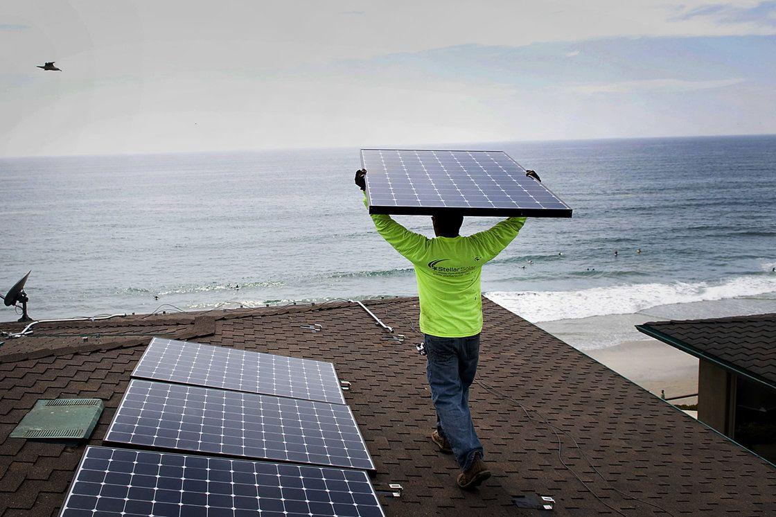 Tech Leaders, Economists Split Over Clean Energy's Prospects