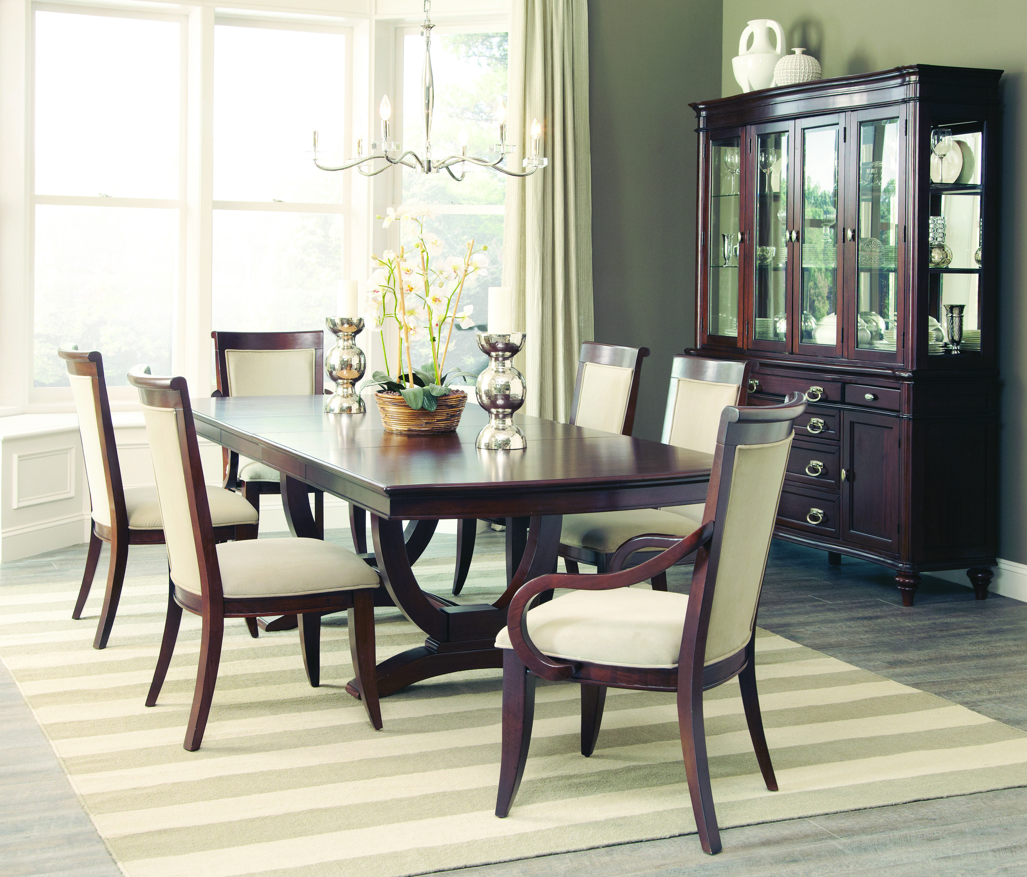 Everyday Dining At Its Best The Alyssa Collection Is A Modern Classic Design That