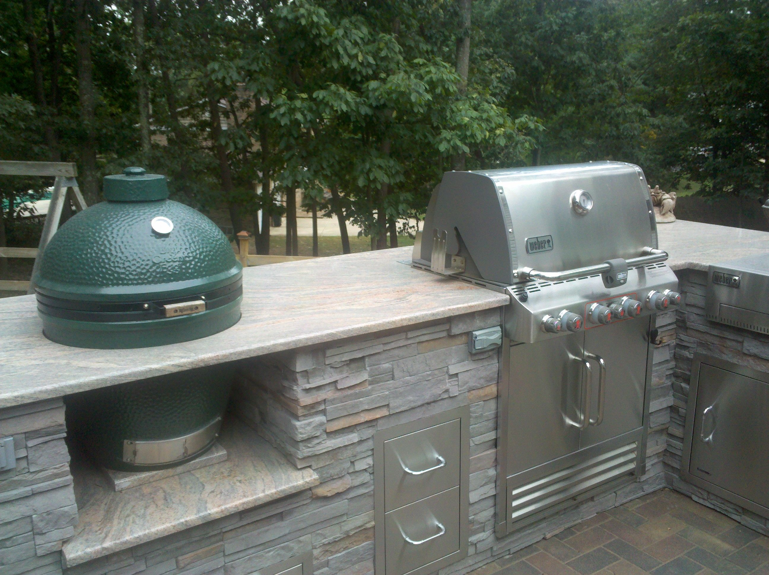 Outdoor Kitchen With Built In Grill And Big Green Egg Granite