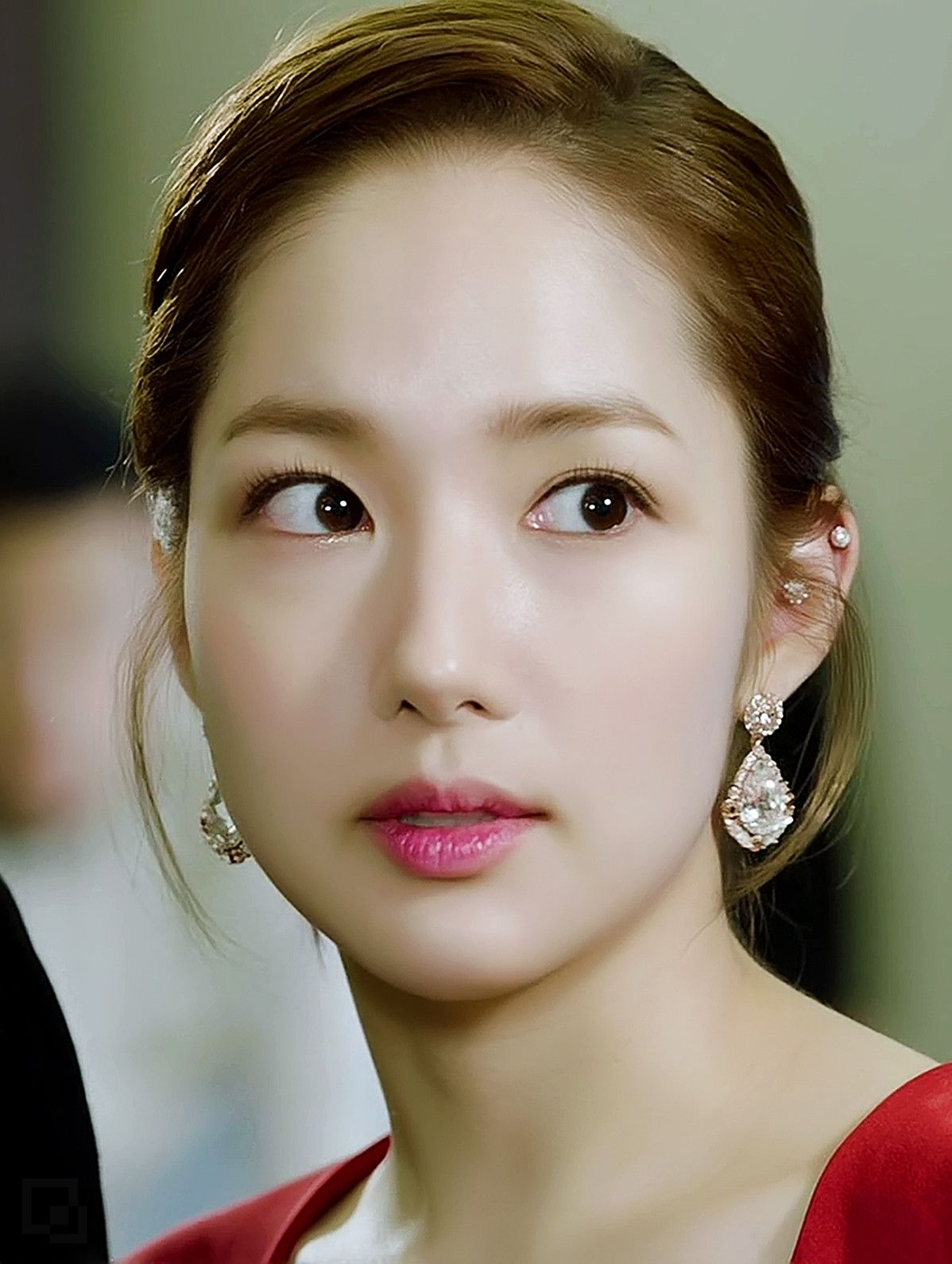 Park Min Young S Character Transformed In A Scene From Korean Drama Healer She Sparkles And Shines In This Role Park Min Young Ear Piercings Young