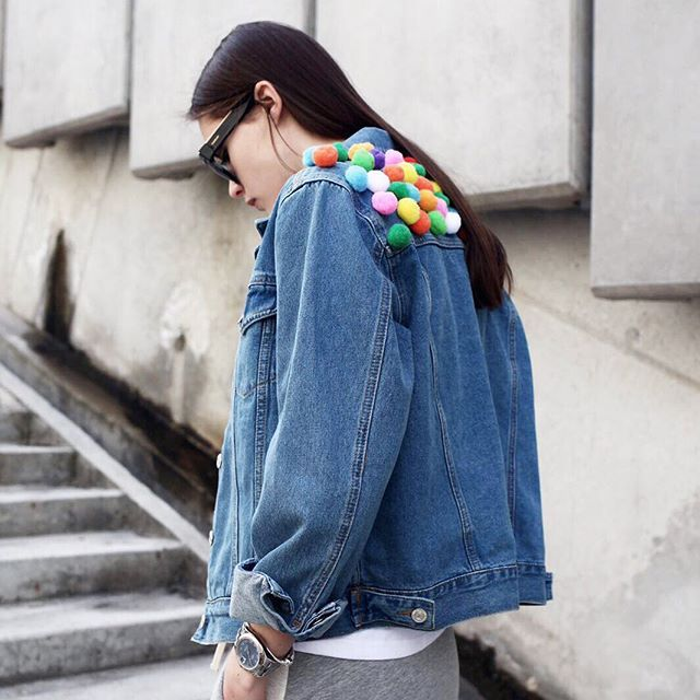 ff9cbbeb0e2 Pin for Later: 15 In-jean-ious Ways to Pimp Your Denim Jacket Pom-Poms