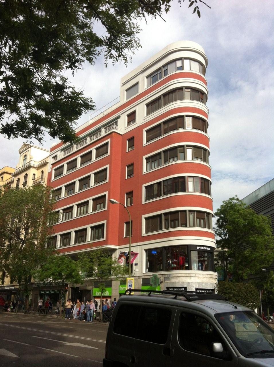Streamline Moderne, corner of Alcalá & Goya streets, Madrid ...