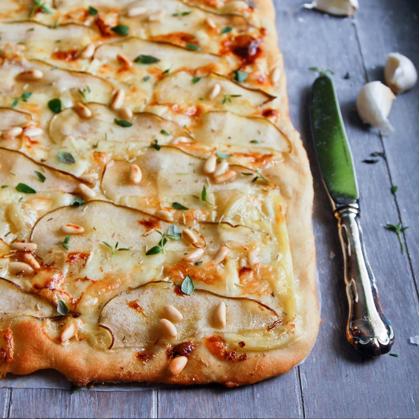 Valkoinen juusto-päärynäpizza / White pizza with chèvre and pears