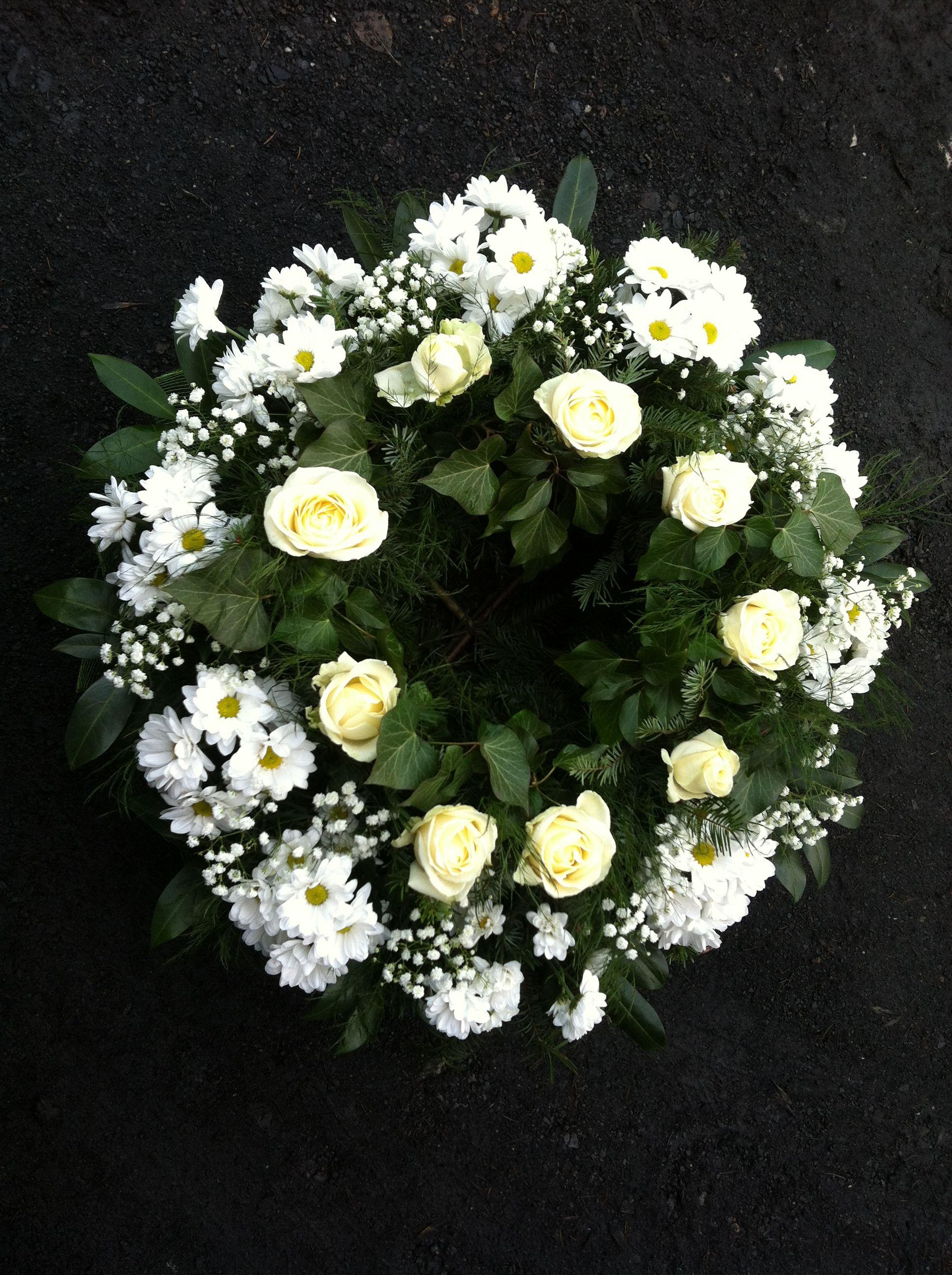 Ogrodnictwo Swiatkowscy Wyroby Pogrzebowe Floral Floral Wreath Wreaths