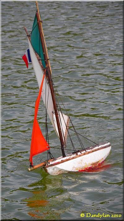Les Petits Bateaux Du Jardin Du Luxembourg Voilier Yacht Bateaux