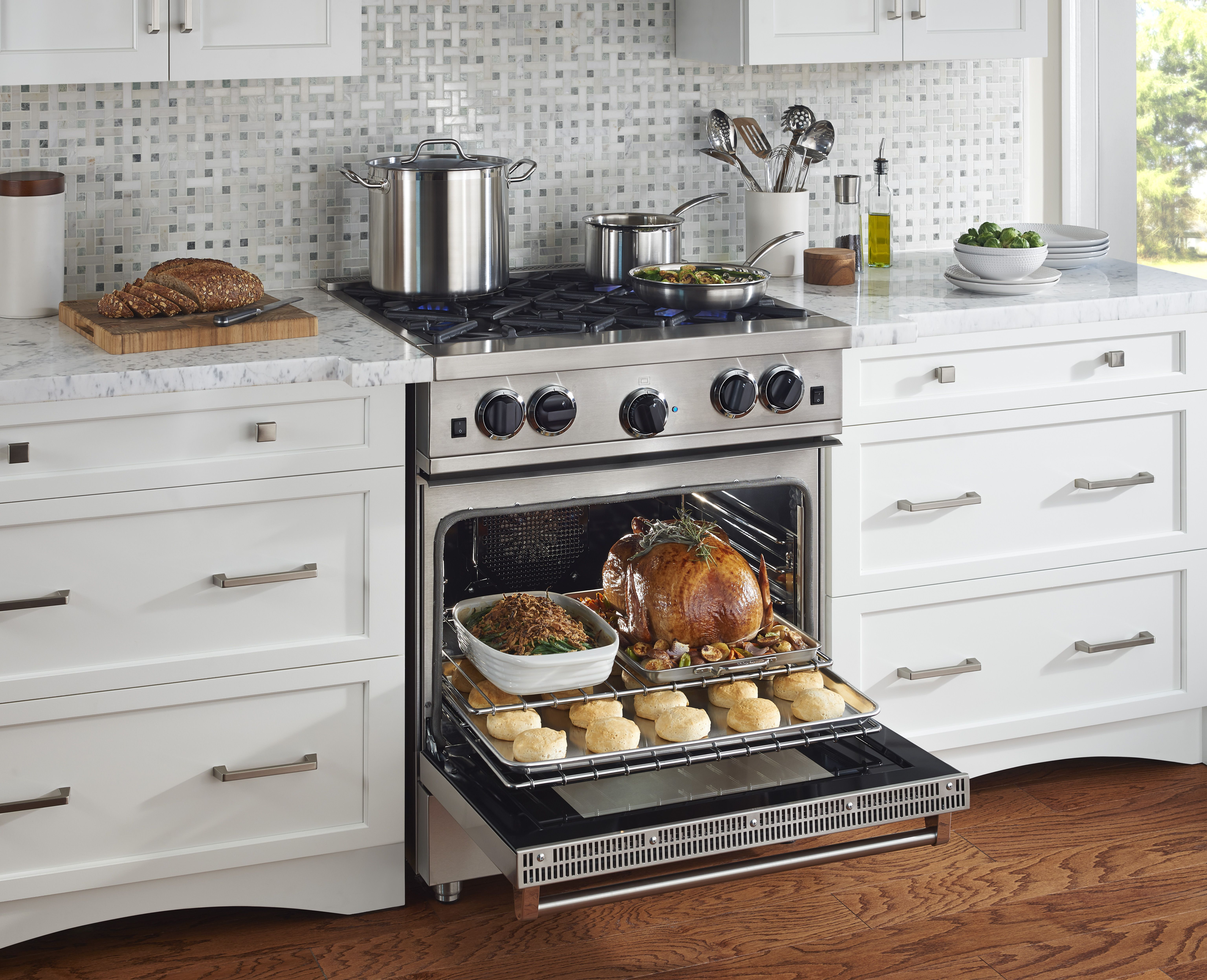 Sealed Burner Blue Star Range Contact Avenue Appliance Store In Edmonton Alberta To Learn More About Our Home And Kitchen Applian Kitchen Design Kitchen Home