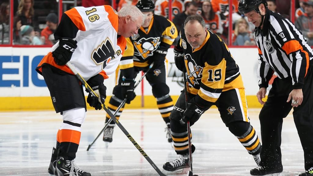 Flyers Penguins Celebrate History During Alumni Game With Images Flyers Players Philadelphia Flyers Hockey Hall Of Fame
