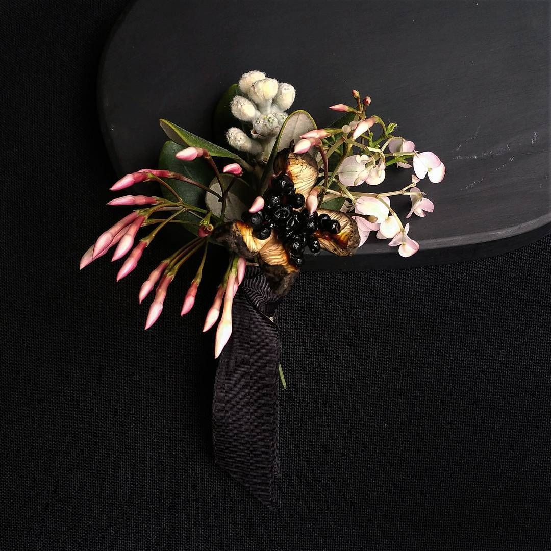"68 Gostos, 11 Comentários - a pajarita (@a_pajarita) no Instagram: ""Groom's boutonniere  Photo and flowers by a pajarita . . . . . . . #apajarita #boutonniere…"""