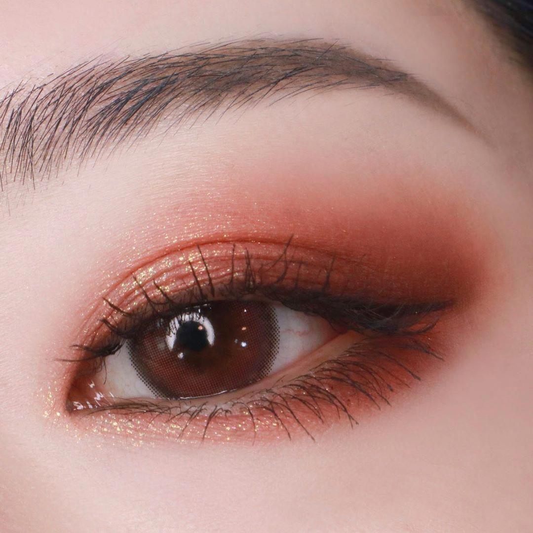 박쏘 On Instagram 글리터 맛집 터치인솔에서 글리터 신상컬러가 추가되었어요 기존에 7가지 컬러에 8호 다즐링선셋 9호 미드나잇로즈 색상이 새로 나왔는데 펄감 진짜 미쳤 In 2020 Ulzzang Makeup Asian Eye Makeup Korean Eye