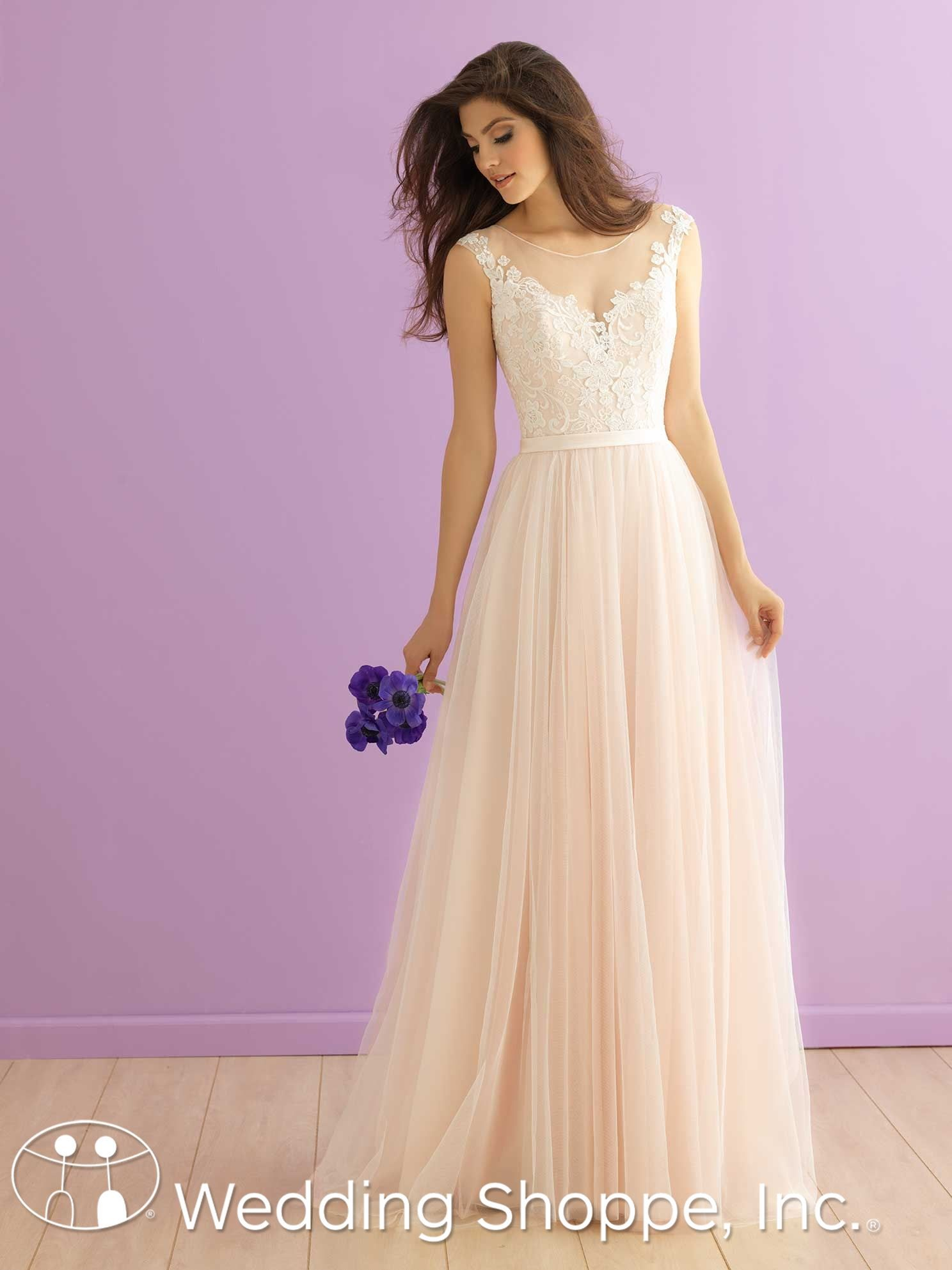 Size 32 wedding dress  A romantic and ethereal tulle wedding dress with cap sleeves  The