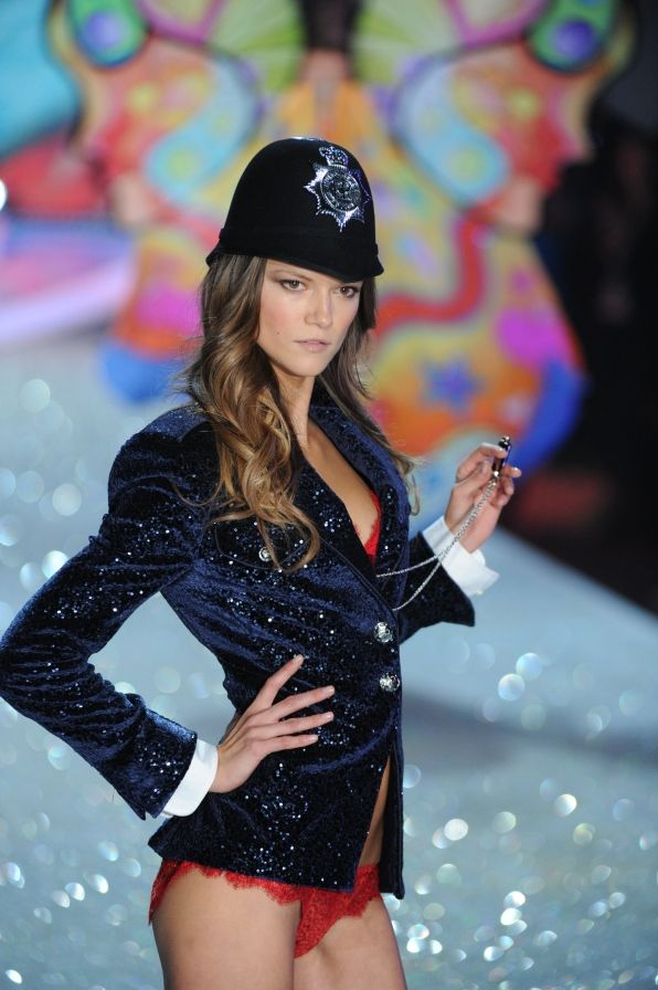 Victoria's Secret Fashion Show Photos: Kasia Struss on CBS.com