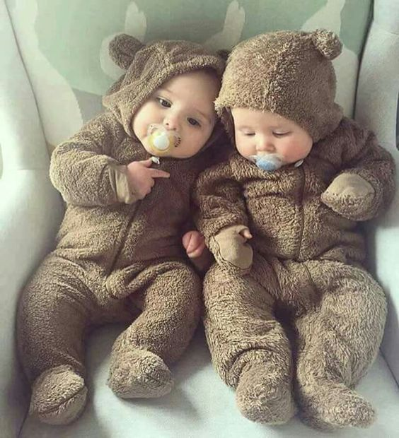 Cuál Es La Diferencia Entre Gemelos Y Mellizos Baby Boy Moño Para Bebe Fiebre Del Bebé