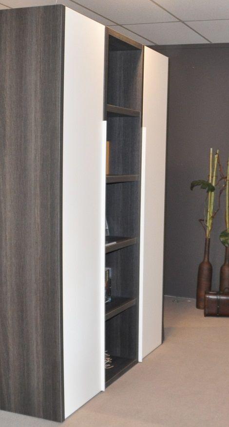 Draaideurkast,twee deuren,boekenkast,legplanken,150 cm. breed,220 cm ...