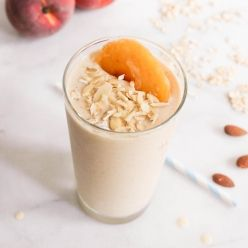 Peach Crumble Smoothie - domesticateme