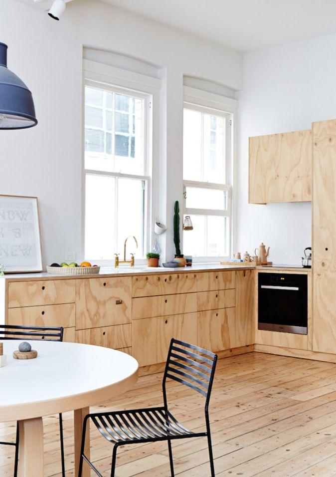 Cuisine en bois avec parquet et meubles de cuisine en bois #parquet