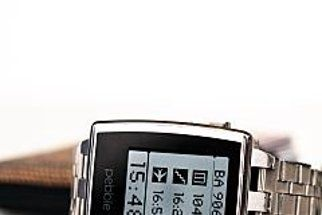 Pebble watch voted top wearable tech for the holidays