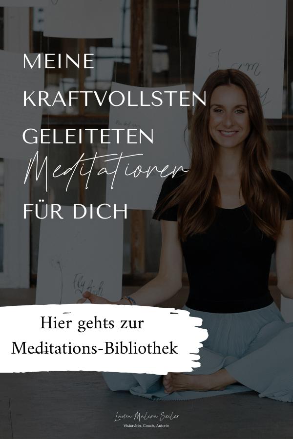 Ein magisches Tool, um Zugang zu deiner inneren Weisheit und zu deiner unendlichen Schöpferkraft zu bekommen, ist die Meditation. Denn Meditation hilft dir, den Blick von außen nach innen zu wenden und so das Leben zu erschaffen, das du wirklich leben möchtest. Du erfährst 5 Gründe, warum Meditation dir hilft, dein Leben zu erschaffen und findest eine große Meditations-Bibliothek. Laura Malina Seiler| Coaching | Meditation für Anfänger  | Anleitung | Spiritualität | Tipps | Stressreduktion