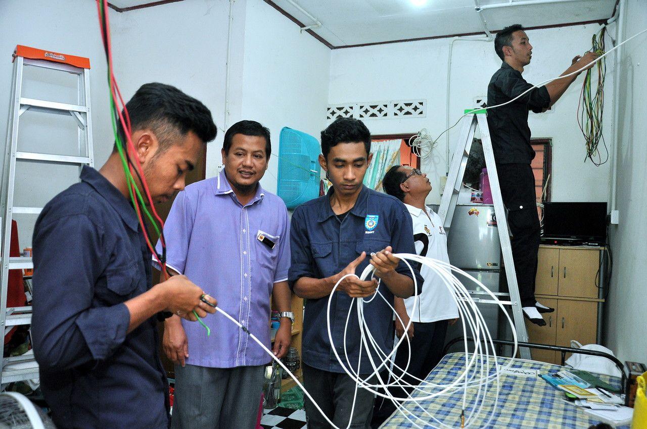 IKBN belanja RM25000 baiki dawai elektrik madrasah Pengarah IKBN ...