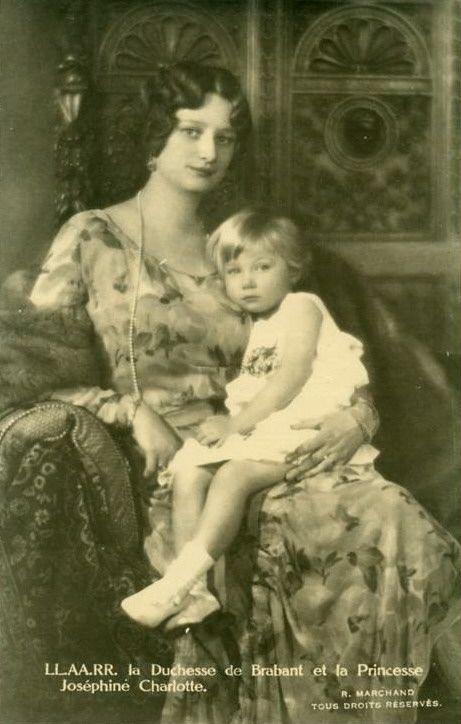 Astrid med barn Josephine Charlotte (461x724)