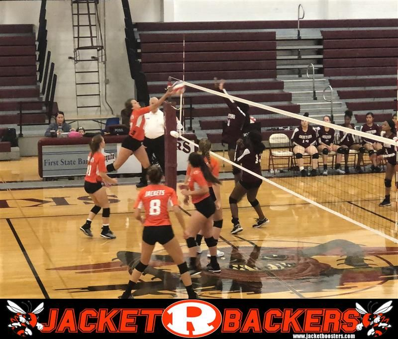 Rockwall Lady Jackets Jv Volleyball Team Easily Handle Mesquite High School In A Friday Night Matchup The L Volleyball Team Jackets For Women Basketball Court